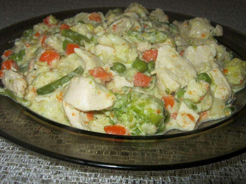 Potrawka drobiowa z warzywami w sosie serowym1