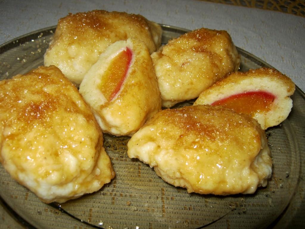 Serowe knedle z nektarynkami w karmelu