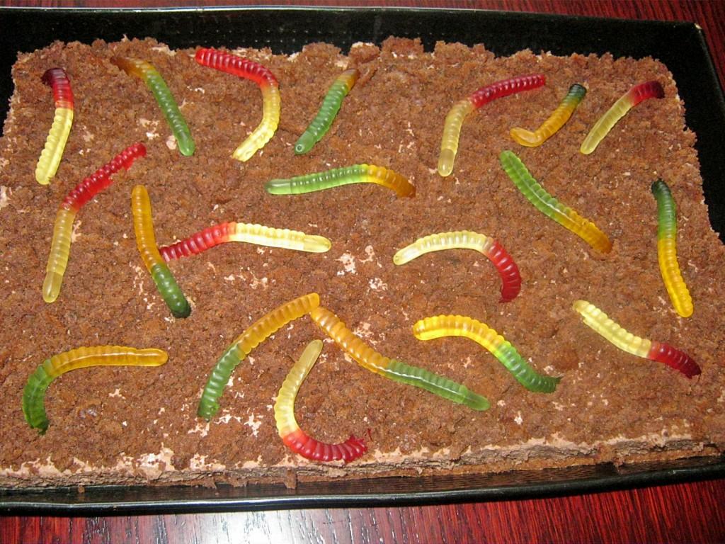 Ciasto z dżdżownicami