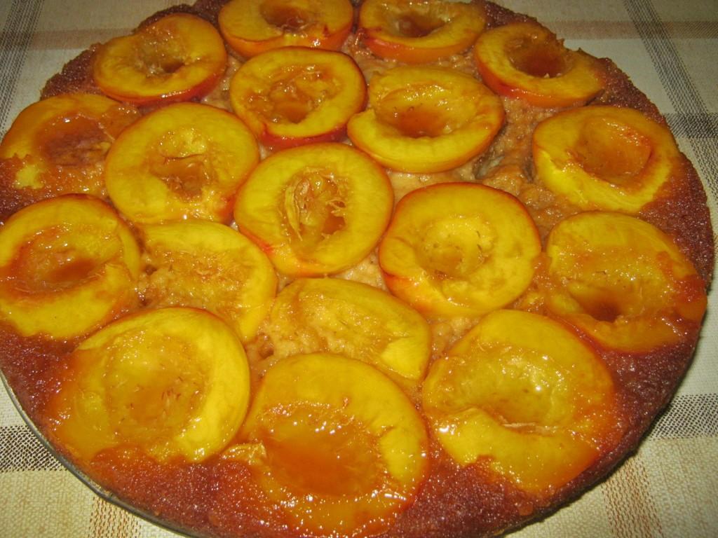 Ciasto z nektarynkami na karmelu