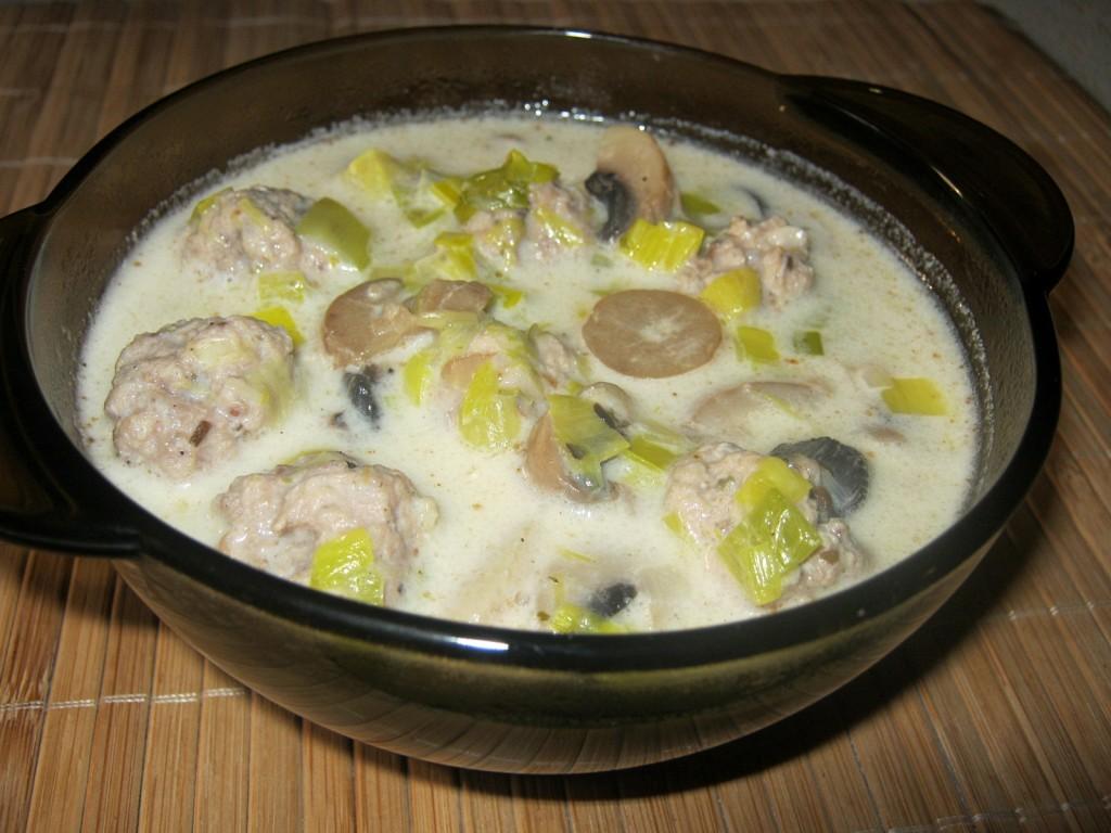 Zupa porowa z pieczarkami i mielonym mięsem