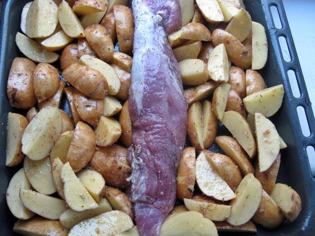 Ziemniaki zapiekane z polędwiczką w piekarniku