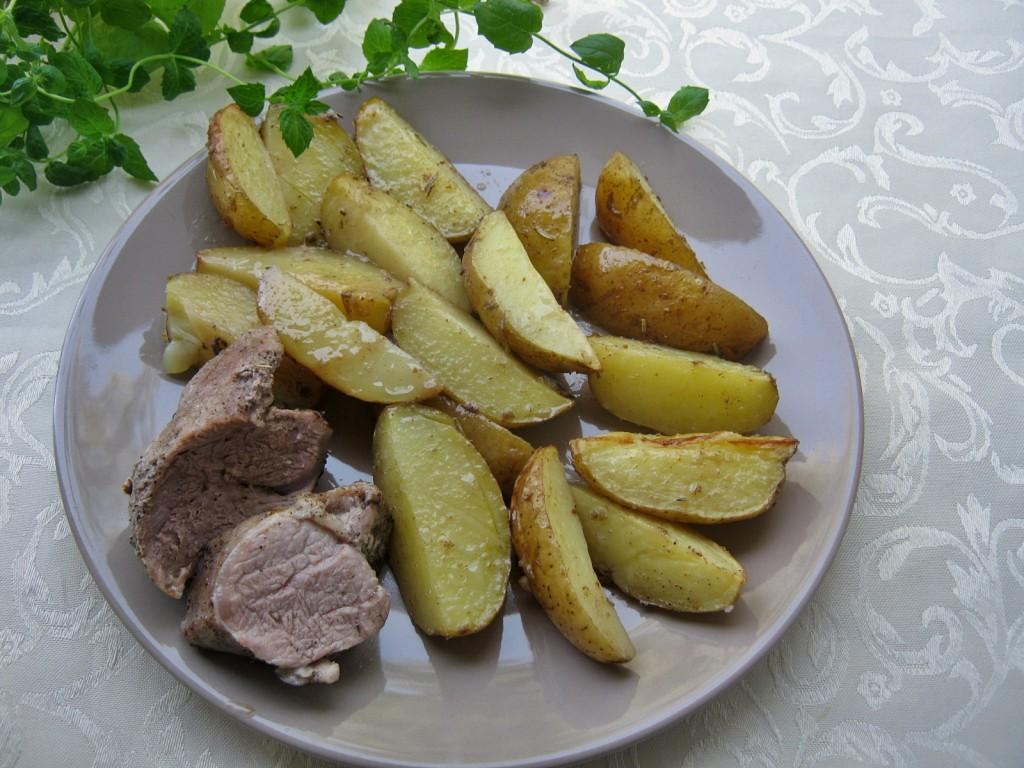 Ziemniaki zapiekane z polędwiczką w piekarniku11