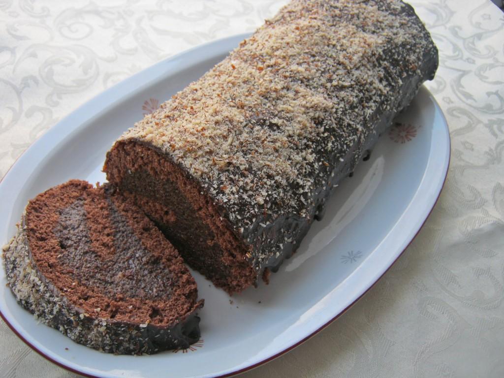Rolada biszkoptowa z masą makową z puszki2