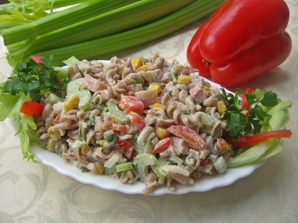 salatka-z-wedzonym-kurczakiem12