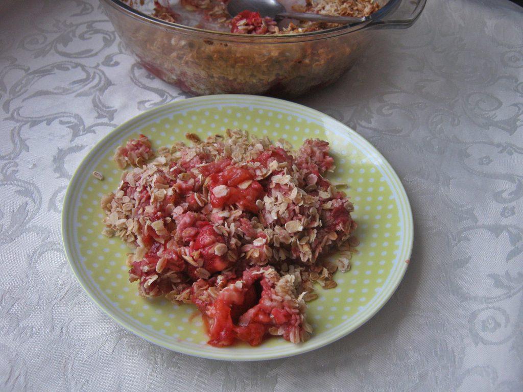 crumble-z-truskawkami-i-owsiana-kruszonka