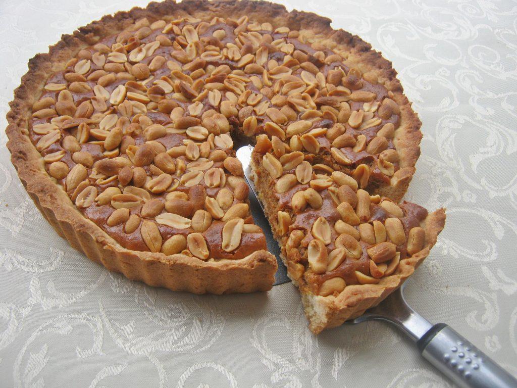 ciasto-z-orzechami-i-pieczona-masa-kajmakowa