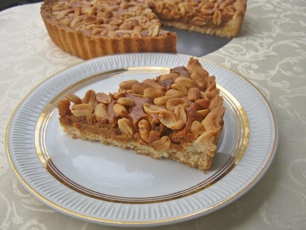 ciasto-z-orzechami-i-pieczona-masa-kajmakowa001