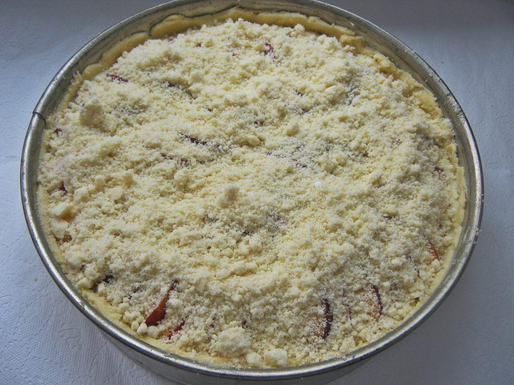 ciasto-z-gotowanym-budyniem-i-twarogiem-przed-wlozeniem-do-piekarnika1
