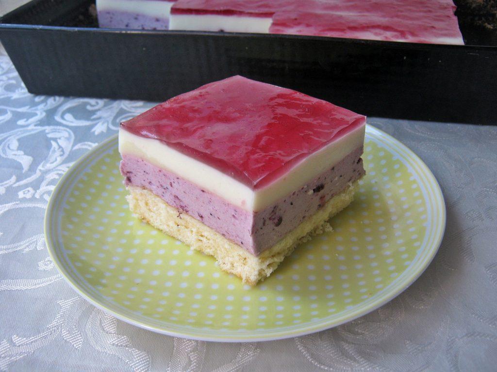 ciasto-z-konfitura-jagodowa-i-masa-jogurtowa04